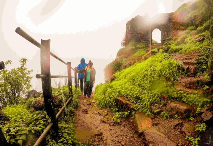 Ratangad-Fort-Trek-in-Sahyadri